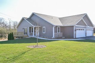 522 Trailview Xing, Waterford, WI 53185