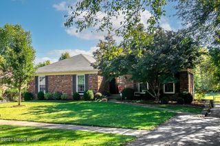 9800 Springbark Dr, Hickory Hill, KY 40241