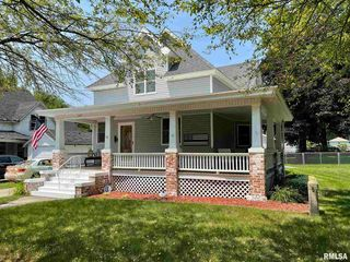 147 W Mary St, Galesburg, IL 61401