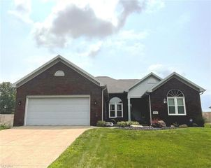 6870 Red Deer Cir NW, Canton, OH 44708