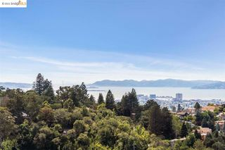 5775 Merriewood Dr, Oakland, CA 94611