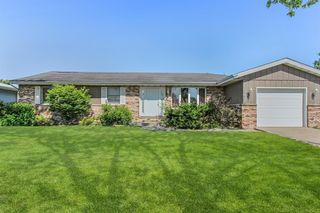 9815 Lincoln Ct, Crown Pt, IN 46307