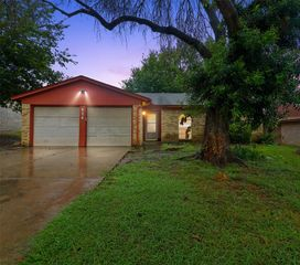 624 Annapolis Dr, Fort Worth, TX 76108