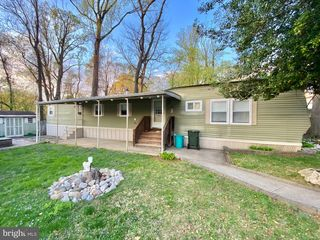 2304 Brownsville Rd #F-8, Feasterville Trevose, PA 19053