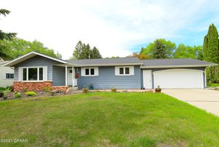 3628 9th Ave N, Grand Forks, ND 58203
