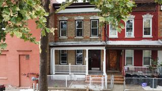 100-19 92nd Ave, Richmond Hill, NY 11418