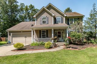 800 Hollyview Dr, Sheffield Lake, OH 44054