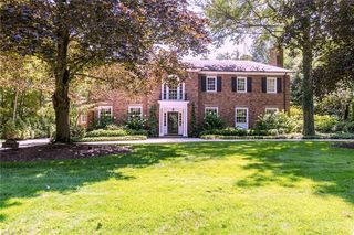 17916 Parkland Dr, Shaker Heights, OH 44122