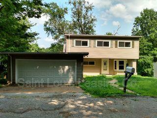 819 Oak Dr, Fenton, MO 63026