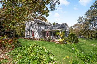 102 Highview Ave, Hope Valley, RI 02832