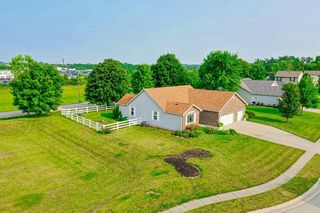 35 Green Knoll Dr, Franklin, OH 45005