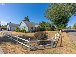 4887 E St, Springfield, OR 97478