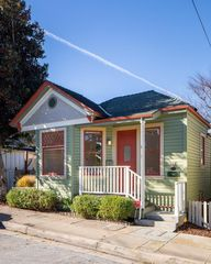 142 19th St, Pacific Grove, CA 93950