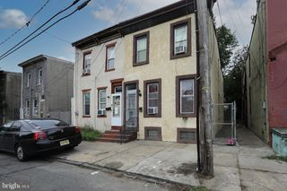811 S 9th St, Camden, NJ 08103