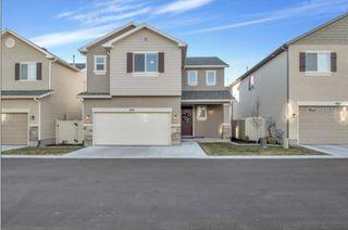 950 W Stonehaven Dr, North Salt Lake, UT 84054