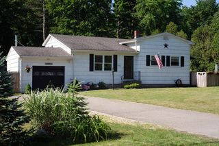 595 Plymouth St, Holbrook, MA 02343