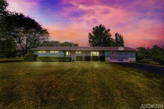 3126 Clement Dr, Lima, OH 45806