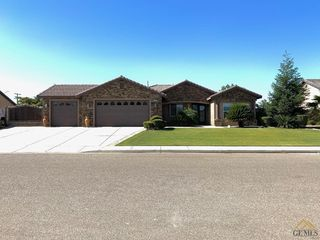 707 Hermosa Ave, Shafter, CA 93263