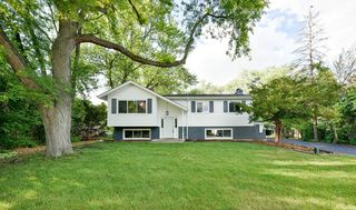 23W542 Turner Ave, Roselle, IL 60172