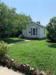 442 S 5th St, Hot Springs, SD 57747