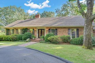 106 Augusta Dr, Lookout Mountain, TN 37350