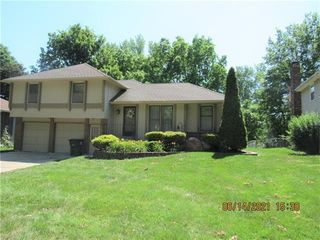 4932 S Kendall Dr, Independence, MO 64055