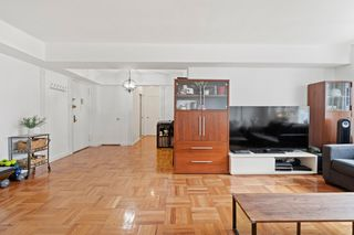 11020 71st Rd #904, Forest Hills, NY 11375