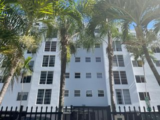 210 SW 11th St, Miami, FL 33130