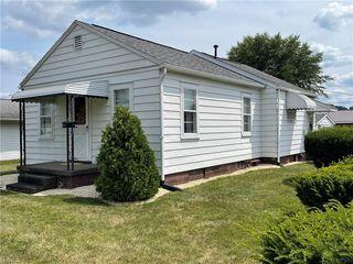 1054 Grant Ave NW, New Philadelphia, OH 44663