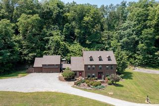 5262 Peace Valley Rd, Rogers, OH 44455