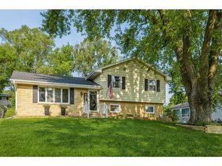 2092 NW 80th Pl, Clive, IA 50325