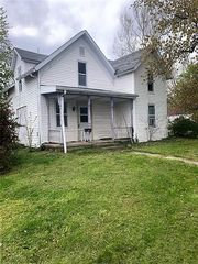 400 Nye St, Clay City, IN 47841