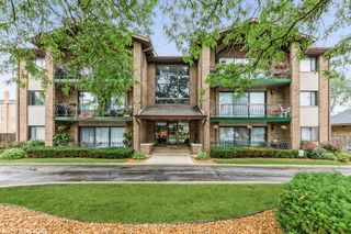9051 S Roberts Rd #304, Hickory Hills, IL 60457