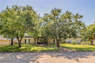 2704 Pinehurst Cir, Bryan, TX 77802