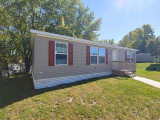 105 20th St NW #284, Stewartville, MN 55976