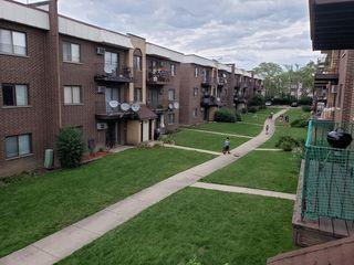 10407 Dearlove Rd, Glenview, IL 60025