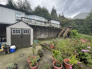 63661 Harriet Rd, Coos Bay, OR 97420