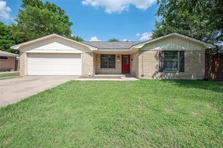 832 Patricia St, Irving, TX 75060