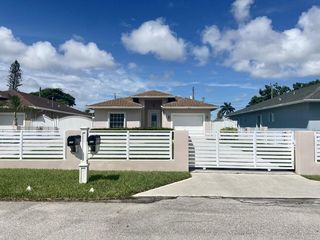 625 Mercury St, West Palm Beach, FL 33406