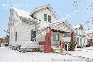 919 Crescent St NE, Grand Rapids, MI 49503