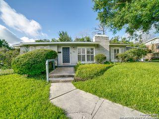 916 Morningside Dr, Terrell Hills, TX 78209