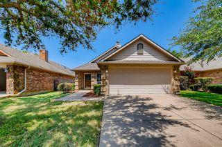 832 Claycourt Cir, Fort Worth, TX 76120