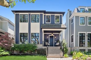 2117 W Eastwood Ave, Chicago, IL 60625