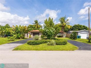 811 NW 35th St, Oakland Park, FL 33309