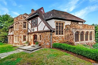 1031 Forest Rd, New Haven, CT 06515