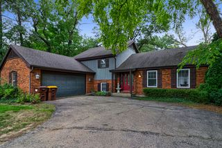 4416 East Dr, Crystal Lake, IL 60012