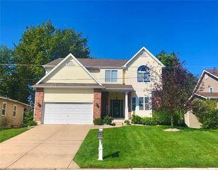 1137 Harwood Rd, Saint Louis, MO 63131