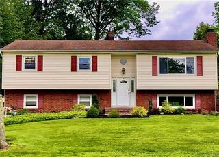 63 Cragmere Rd, Airmont, NY 10901