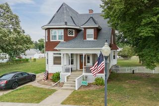 215 NW Main St, Hopedale, IL 61747