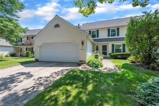34690 Parkview Ln #A, Willoughby, OH 44094